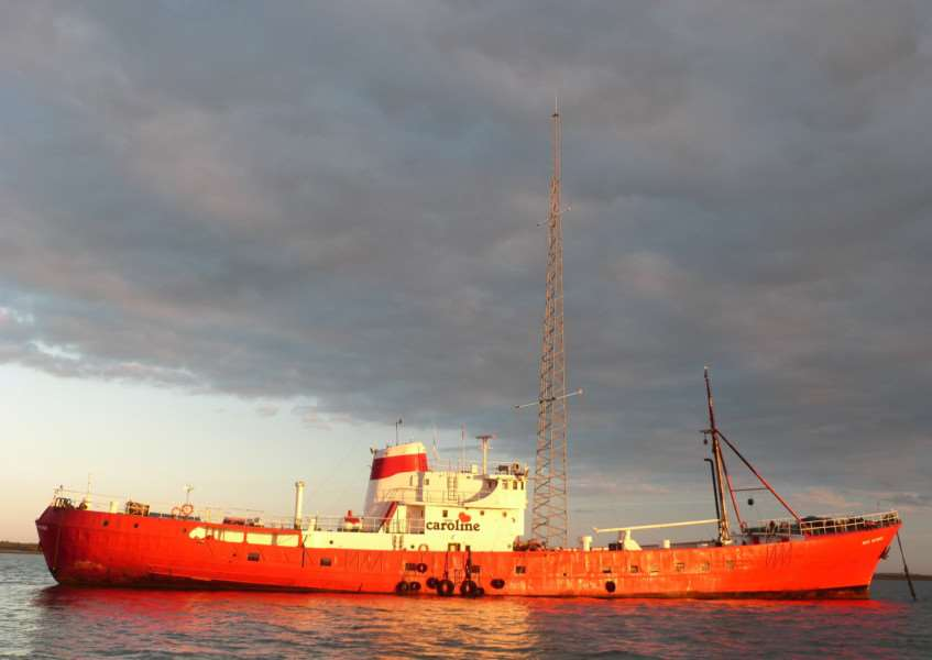 Radio Caroline is hoping to get a licence to broadcast on AM from its ship Ross Revenge ANL-171001-163016001