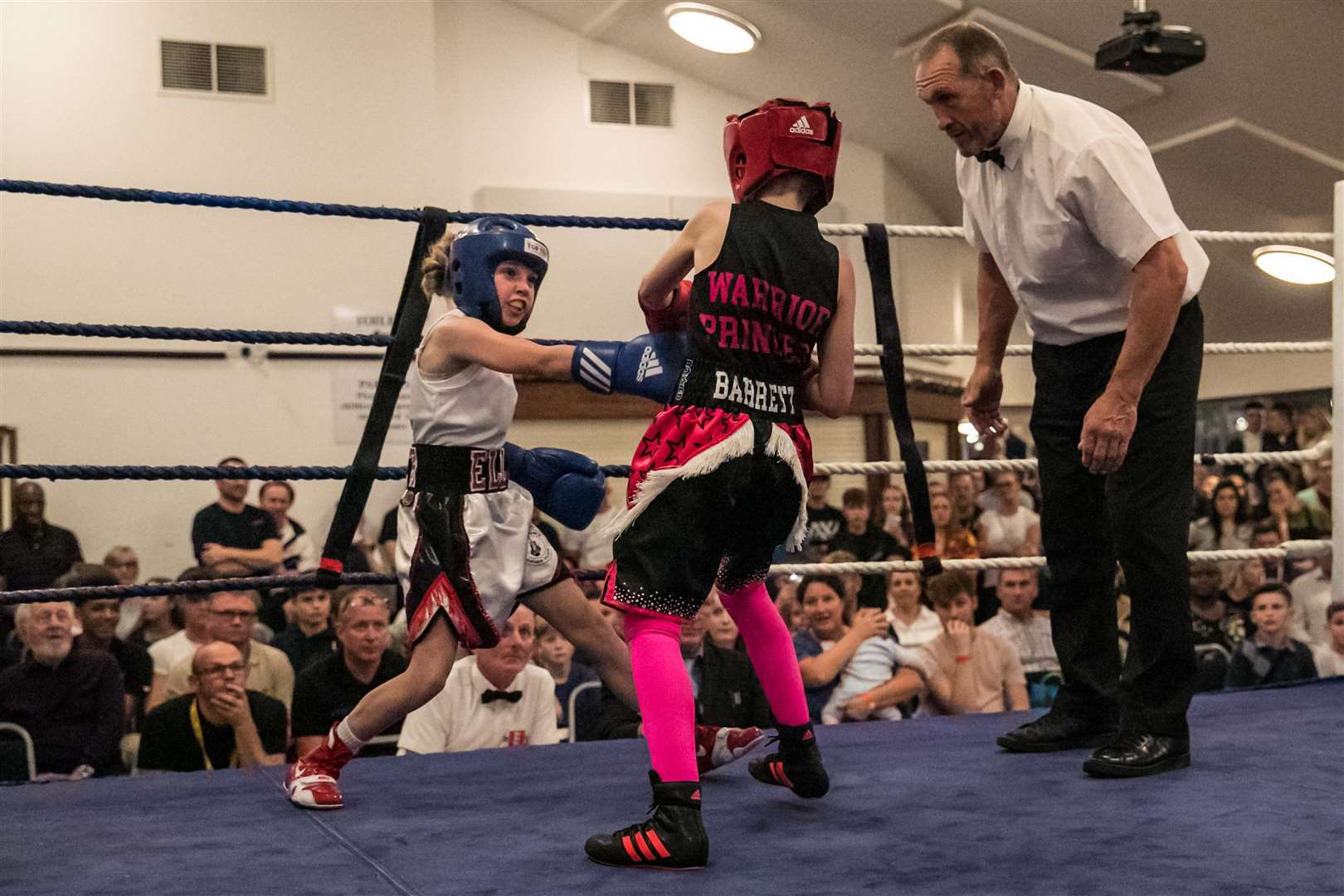 Boxing - Sudbury ABC Home Show. Pictured Ellie Mateer, Bout 8 - (Red) Jordan Barrett (Hooks) v (Sudbury) Ellie Mateer (Blue) Picture - Paul Tebbutt. (4927063)