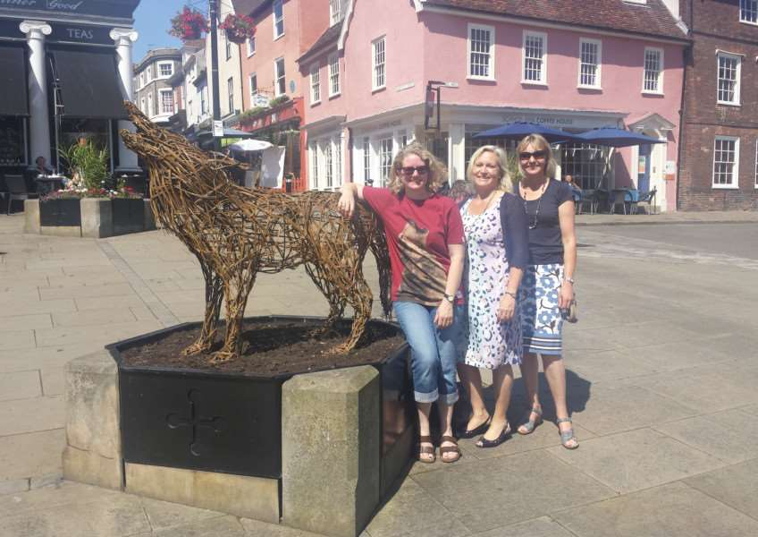 Willow the Wolf with artist Liz Cooke, Mary Porch from Ashton KCJ and St Edmundsbury Borough Council Horticultural Officer Rebecca Davis ANL-150107-122405001