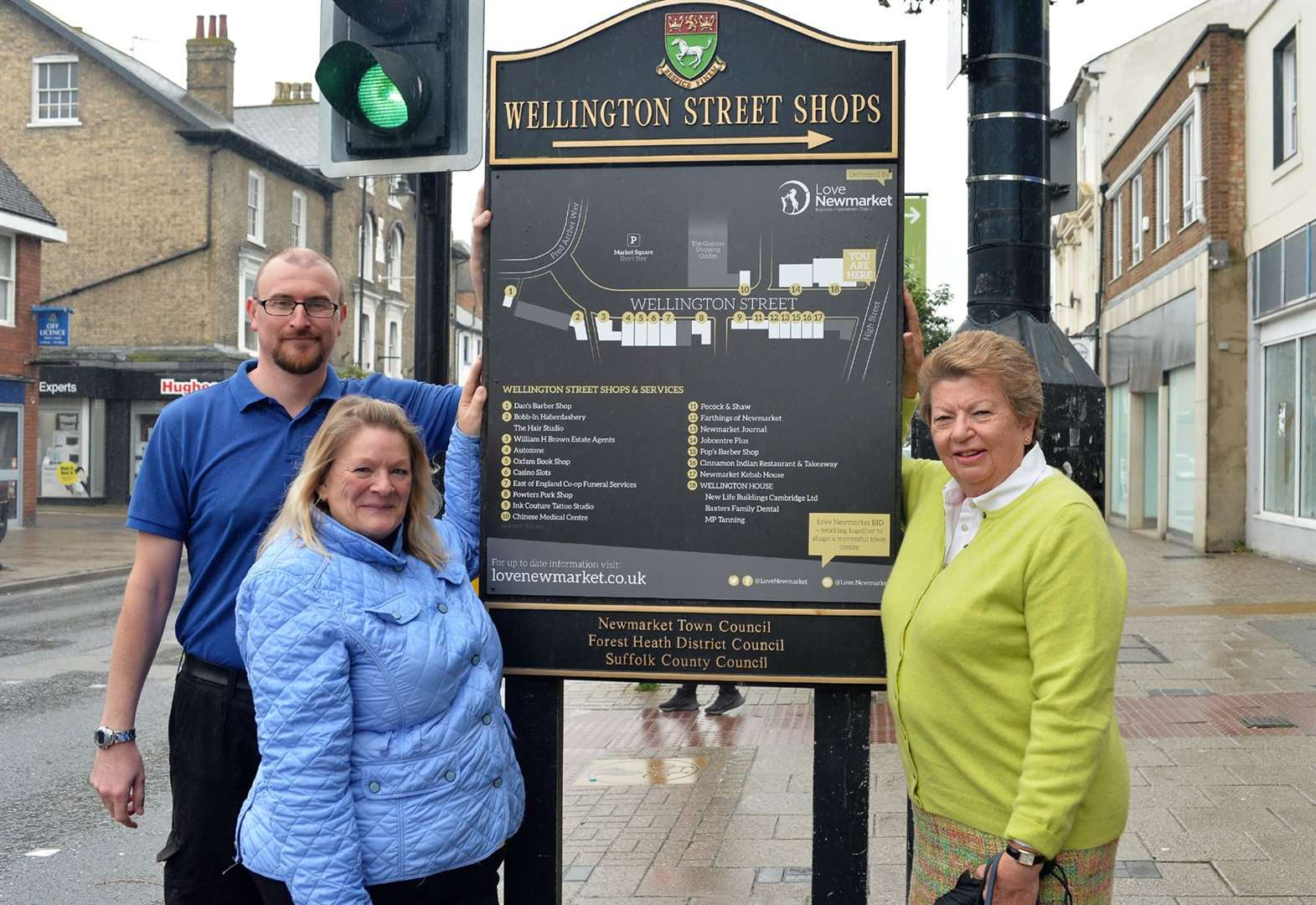 Newmarket's business group unveils smart new street signs