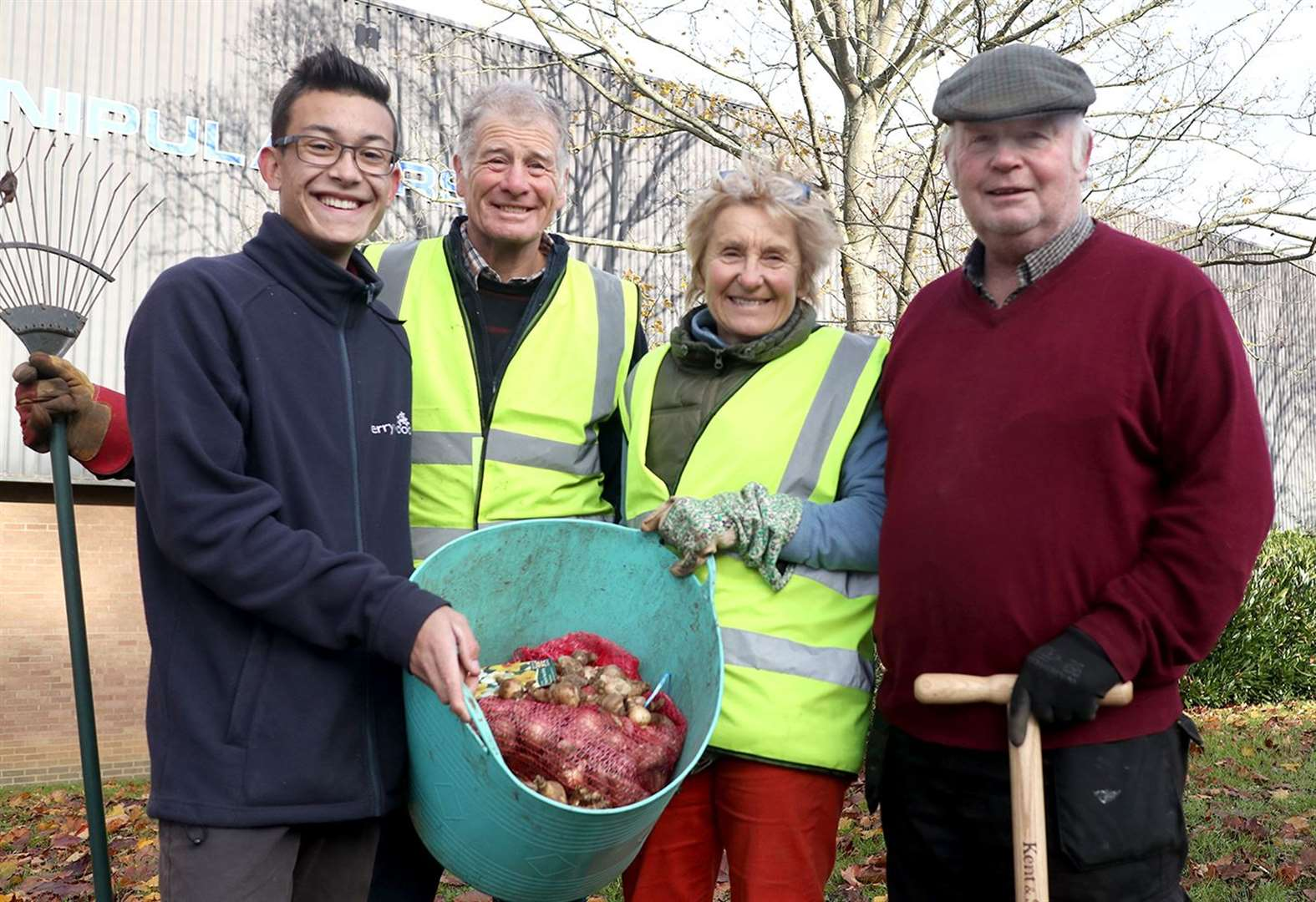 Perrywood garden centre sponsors Sudbury in Bloom project to rejuvenate roadside