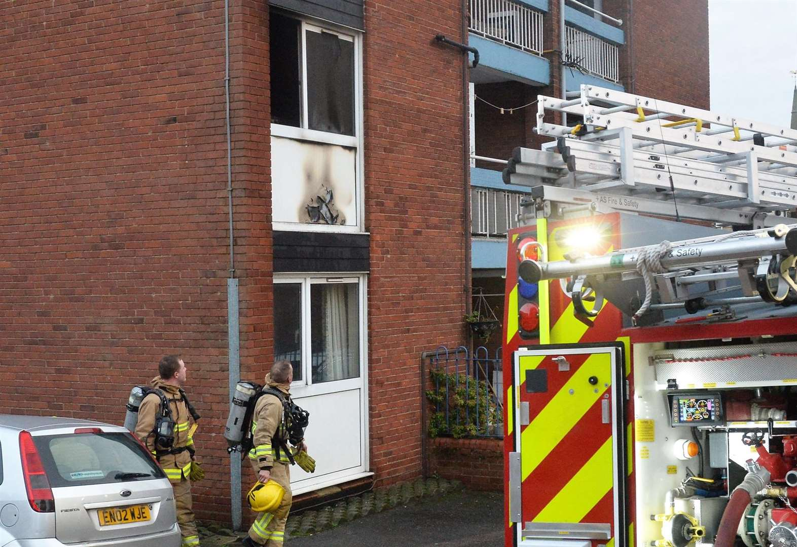 Icewell Hill flat sets on fire