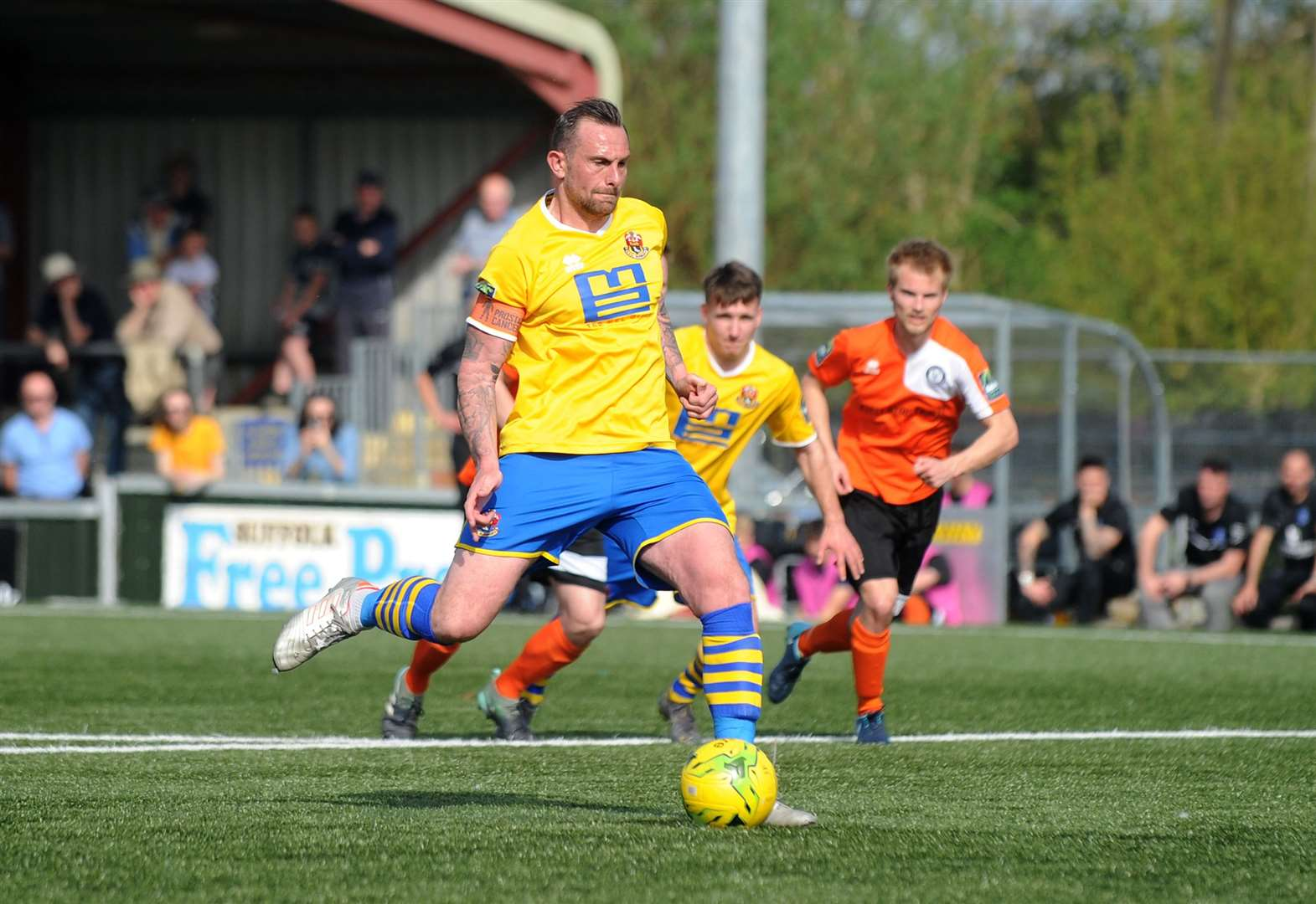 BOSTIK LEAGUE: AFC's Hayes announces retirement