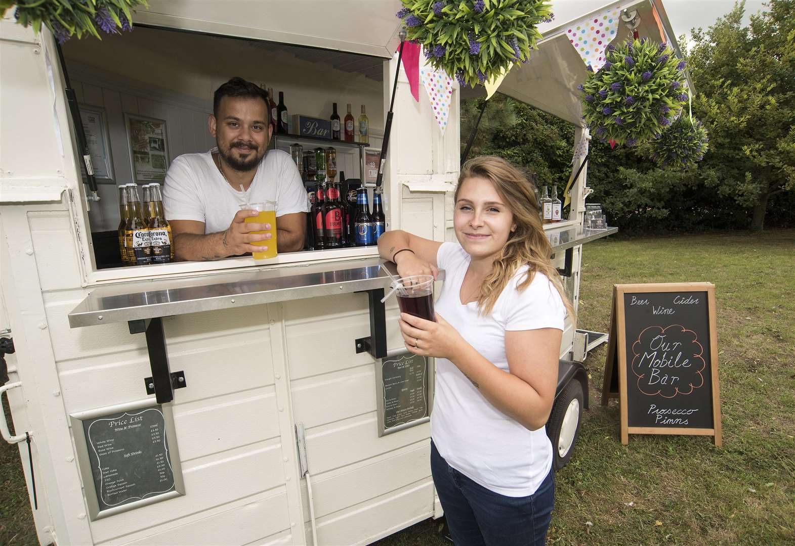 Haverhill couple turn a horsebox into a mobile bar