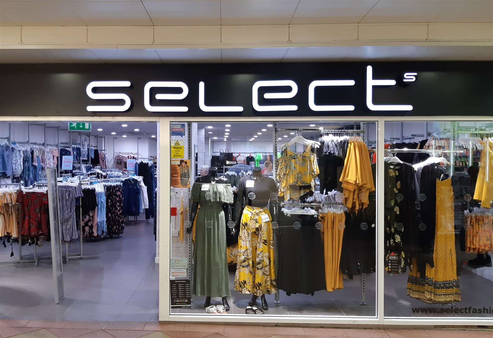 Fashion retailer Select goes into administration