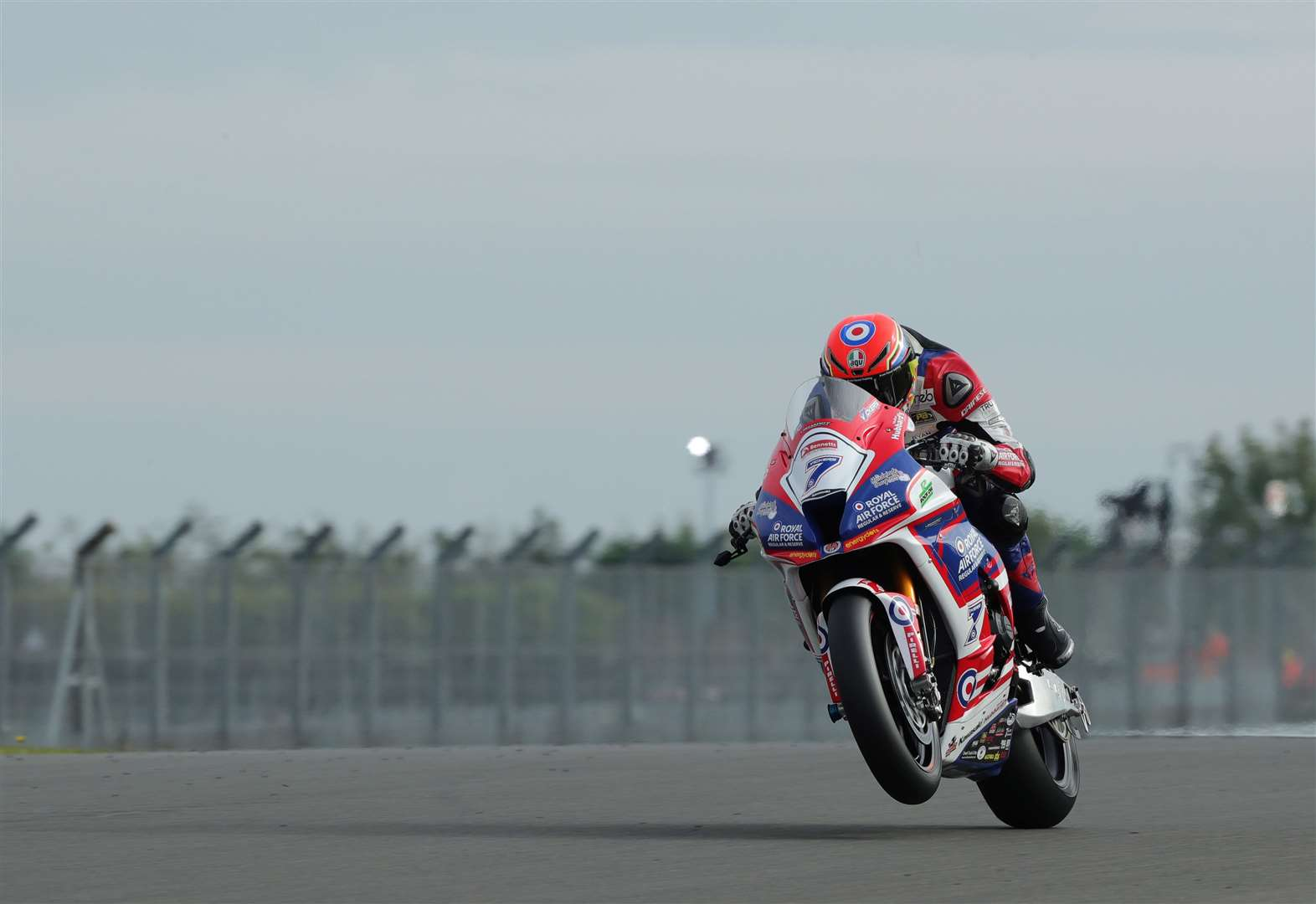 Vickers impresses two weeks after wrist break in BSB race