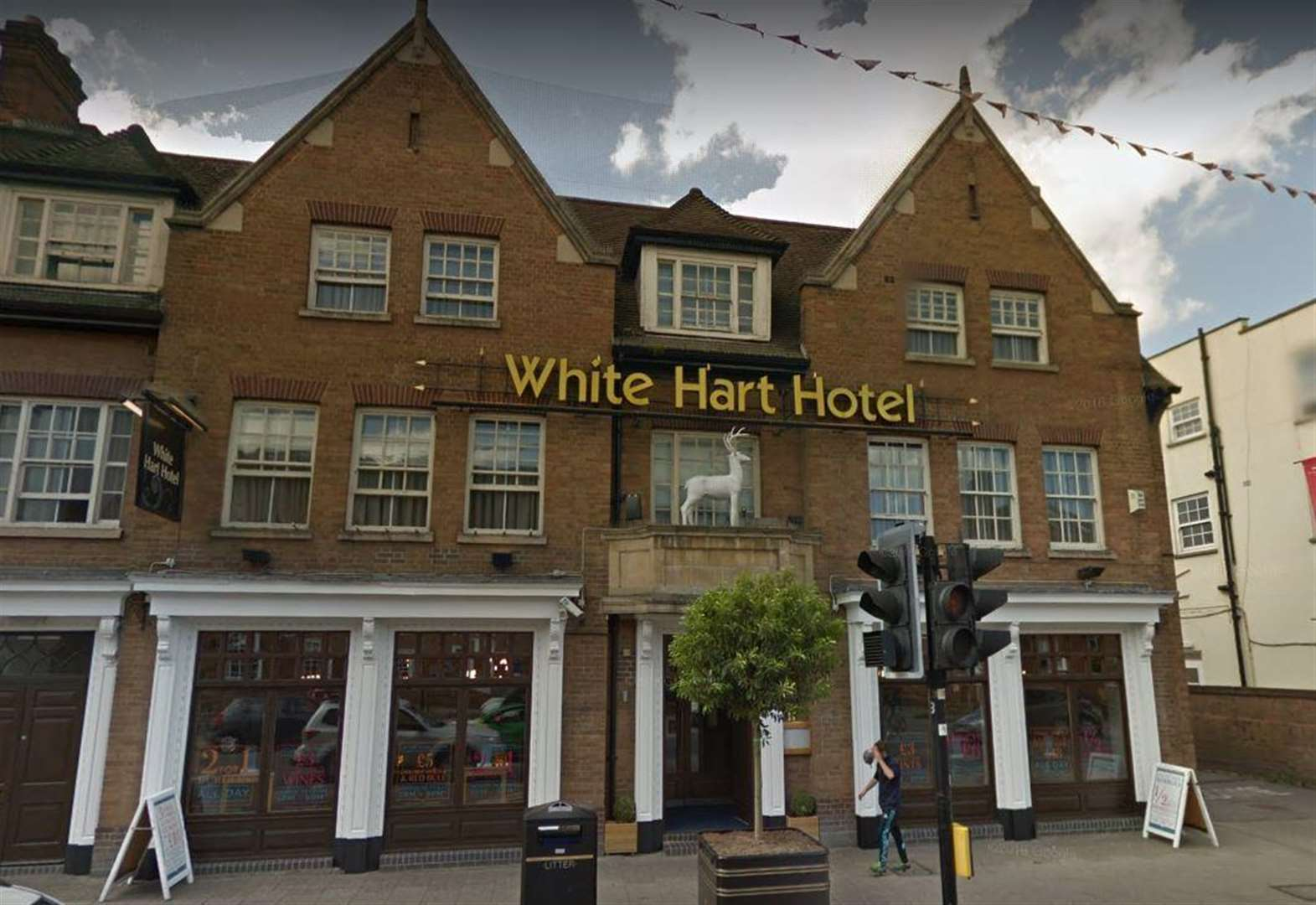Man attacked in White Hart Hotel
