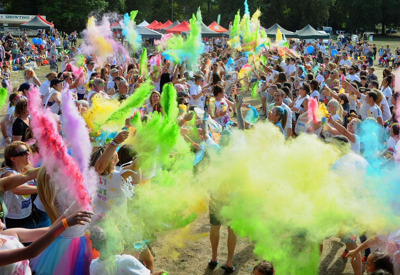 Colourful paint fight spectacular in Thetford has another bright year