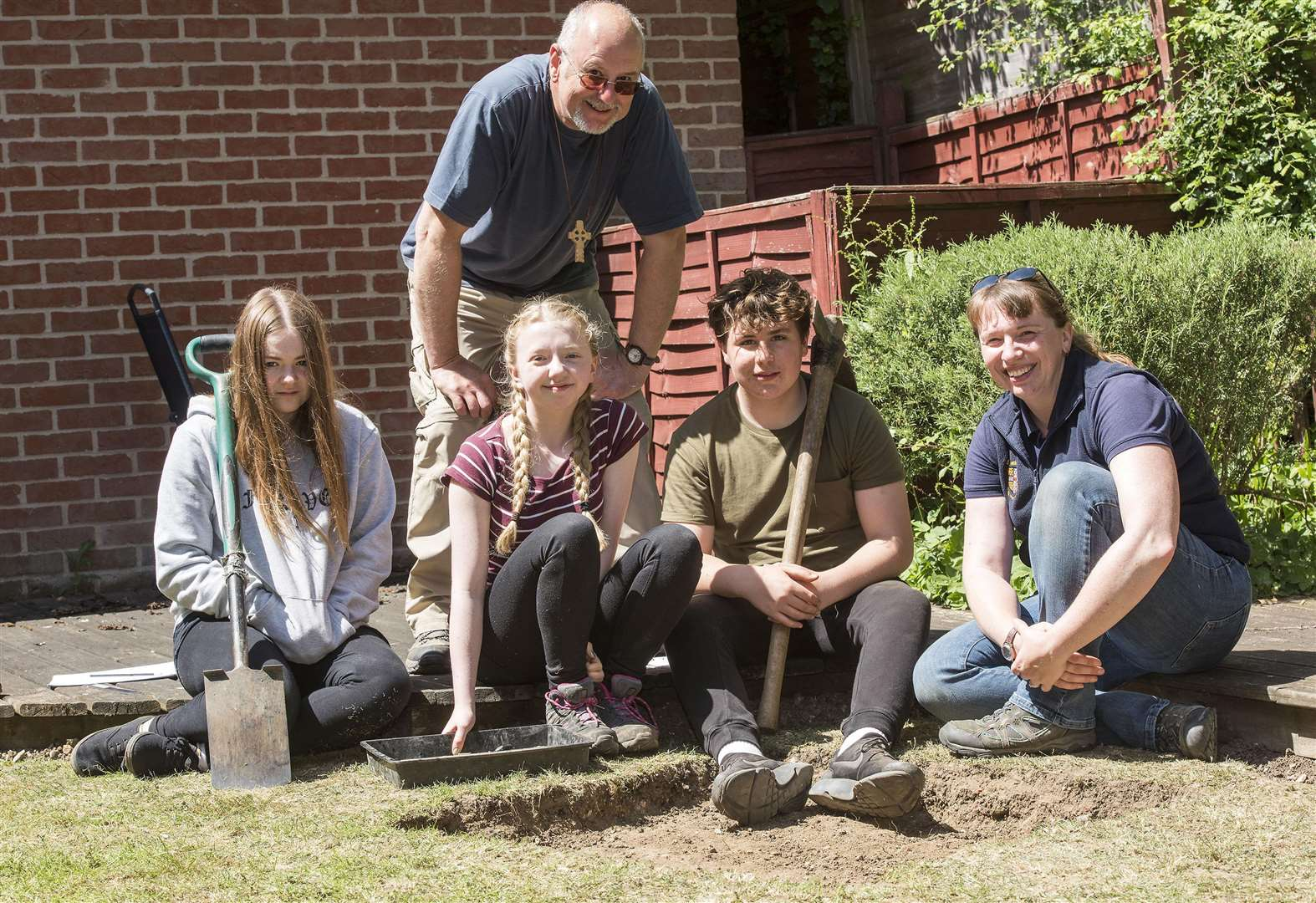 PICTURES: Students unearth pieces of Foxearth history in archaeology project