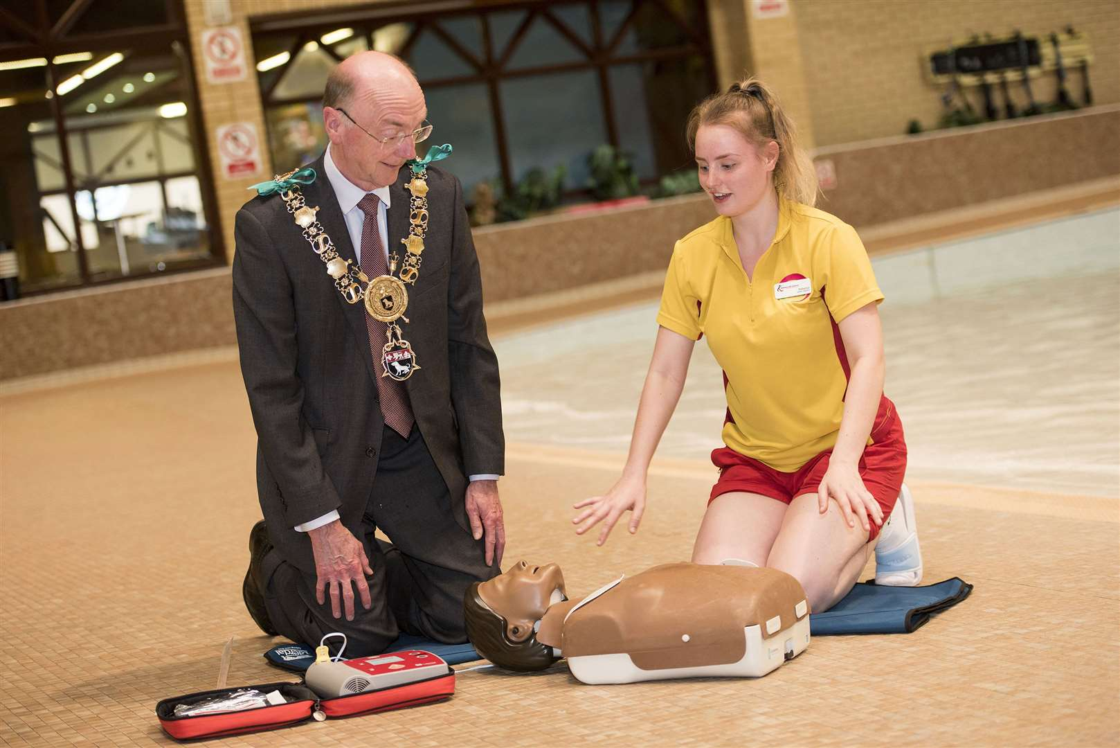 SUDBURY.Kingfisher Leisure Centre, Station Road, Sudbury.Sudbury mayor Robert Spivey has backed a campaign by local resident Andy Read, who survived a cardiac arrest in 2018, to increase the number of 24/7 community defibrillators around the town. Senior lifeguard Rebecca Fox gives Robert a CPR lesson. Picture Mark Westley. (12600336)