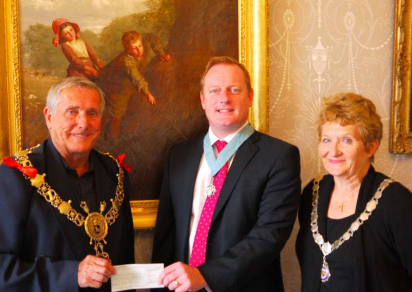 Steven Ray, centre, Worshipful Master of Priory Lodge in Sudbury, handing over a cheque from Sudbury Mason's to Jack Owen, Sudbury mayor, with Sue Ayres, deputy mayor. ANL-150917-151649001
