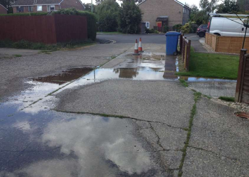 Flooding in Mallard Way, Great Cornard. ANL-160713-121637001