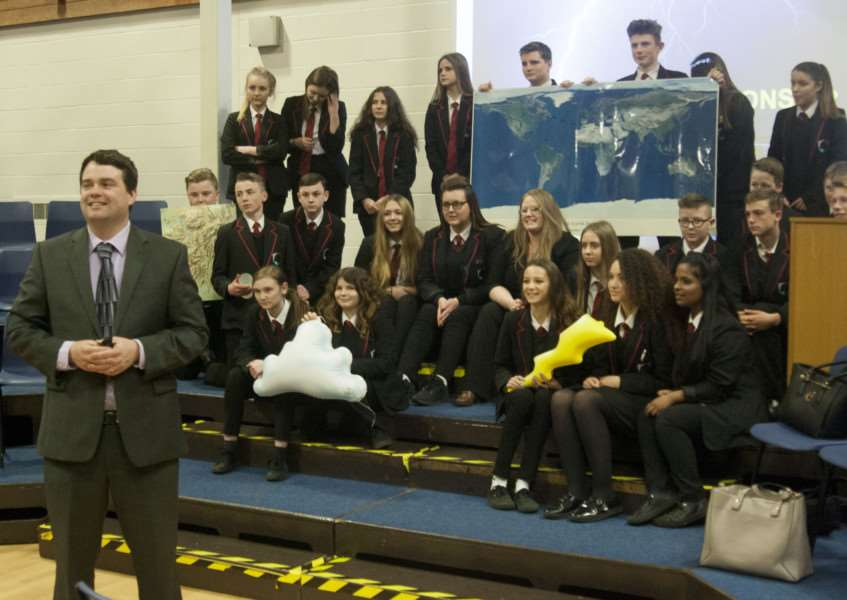 Weatherman Chris Bell visits Mildenhall College Academy ANL-160504-101710001