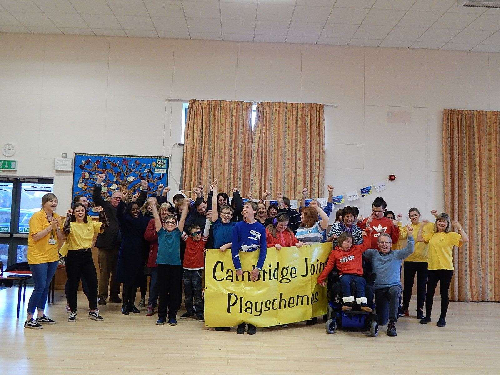 Young people and staff at the Cambridge Joint Playscheme (8086180)