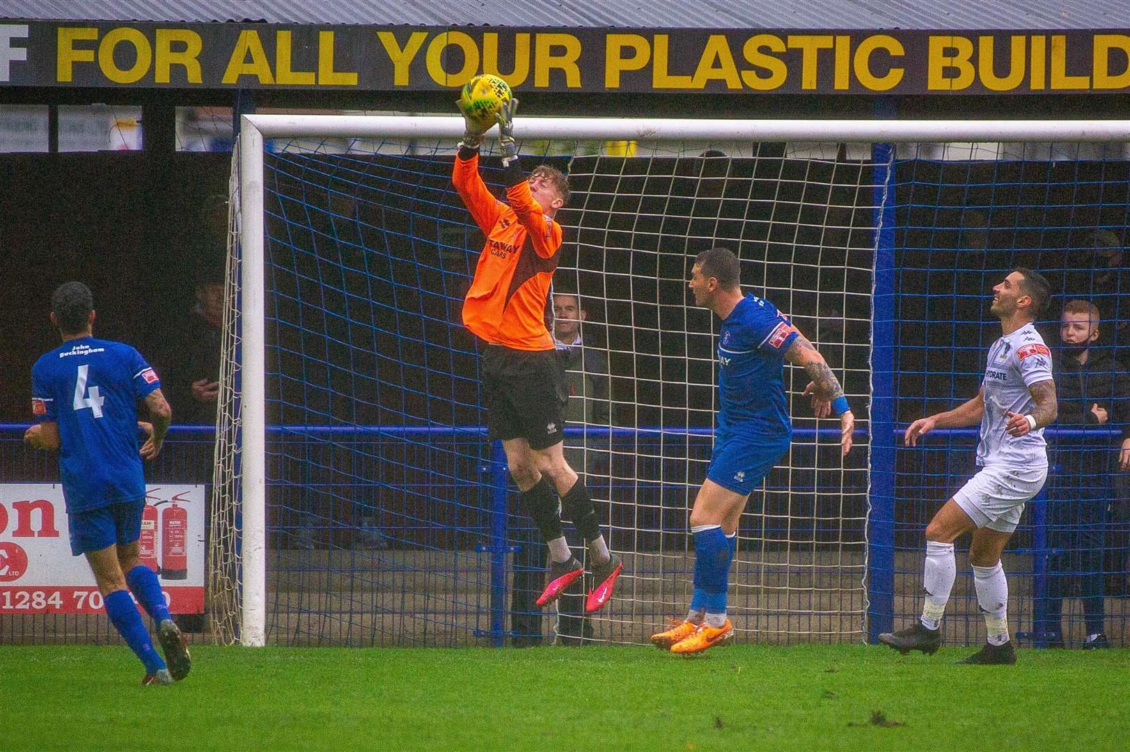Bury Town's on-loan Norwich City goalkeeper Joe Rose claims a crossPicture: Neil Dady (43107534)