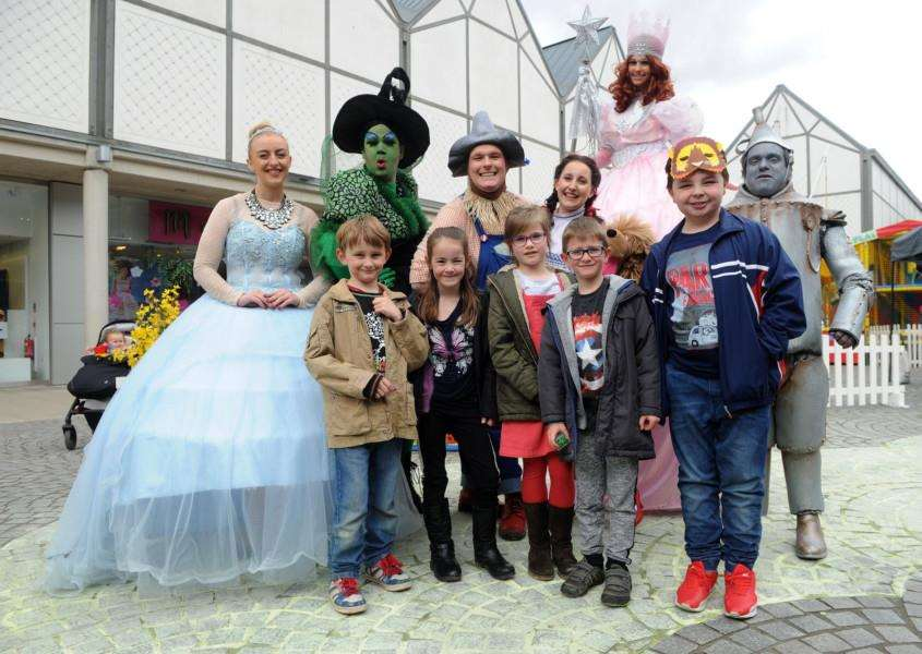 Wizard of Oz came to the Apex in Bury and the cast were outside to meet the public'''''PICTURE: Mecha Morton