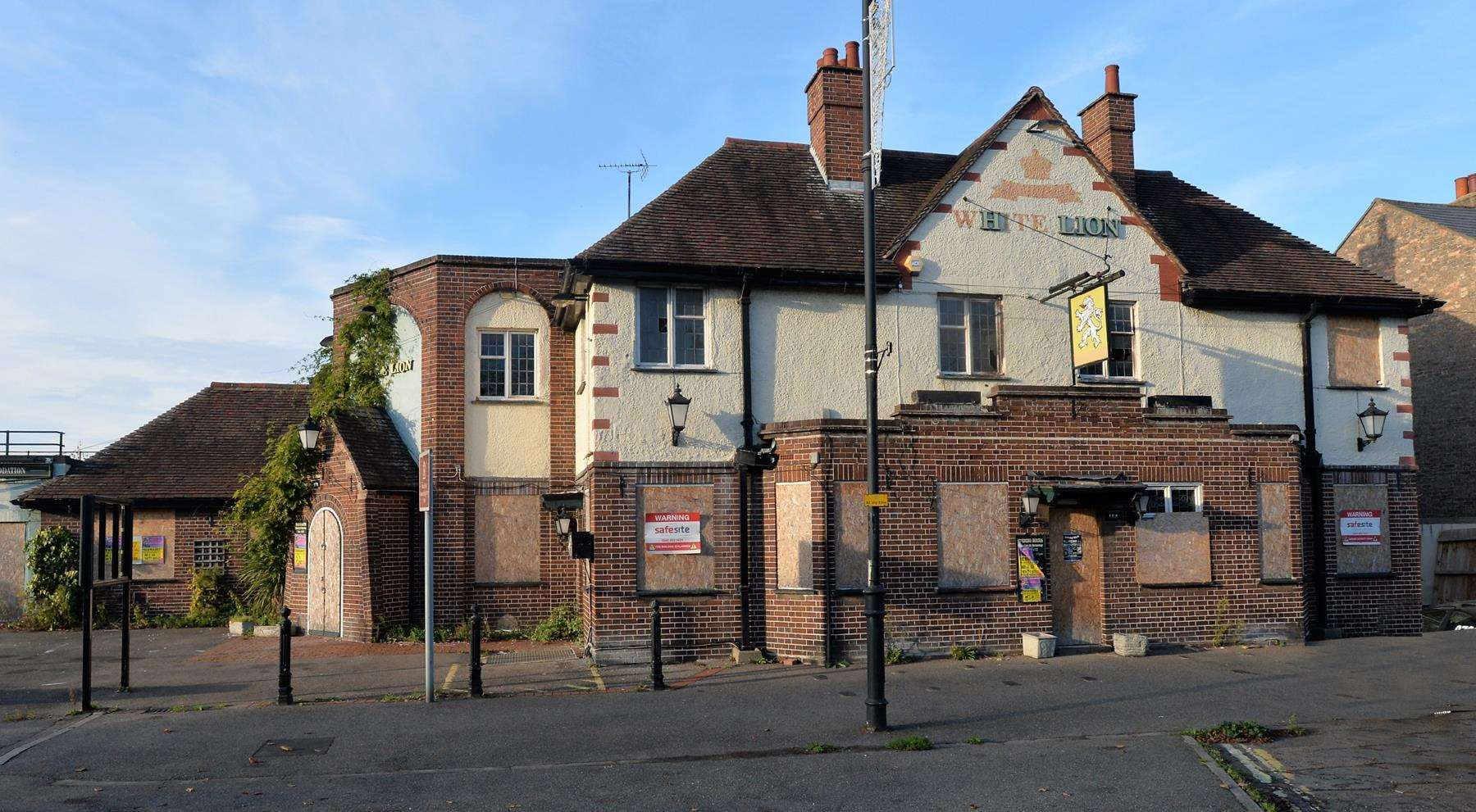 White Lion, Newmarket (5215948)
