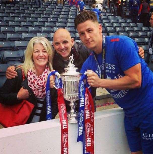 Josh Meekings celebrates his Scottish Cup Final win with his parents at Hampden Park (43977397)