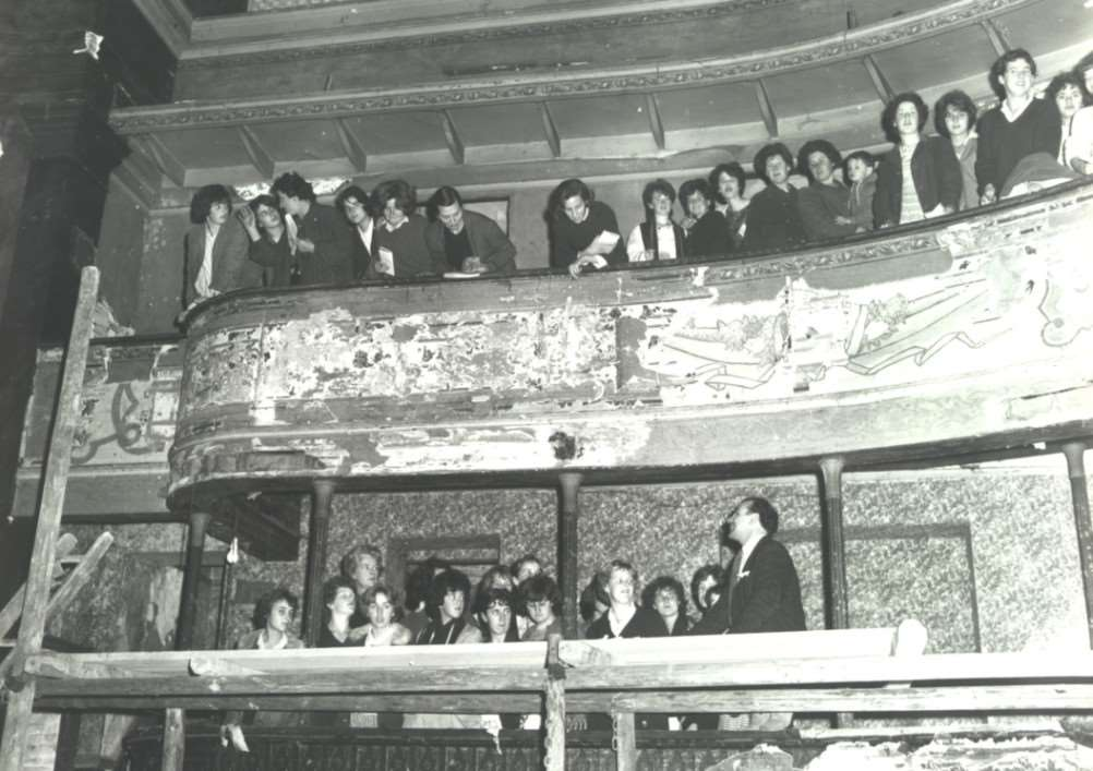 Spectators at the Theatre Royal, in Bury St Edmunds, after its refurbishment and reopening in 1965 ANL-150502-164645001