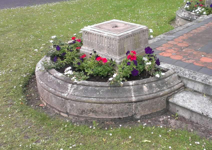 The listed Blanchard Planter in St Mary's Square, Bury St edmunds has been vandalised ANL-160107-144028001