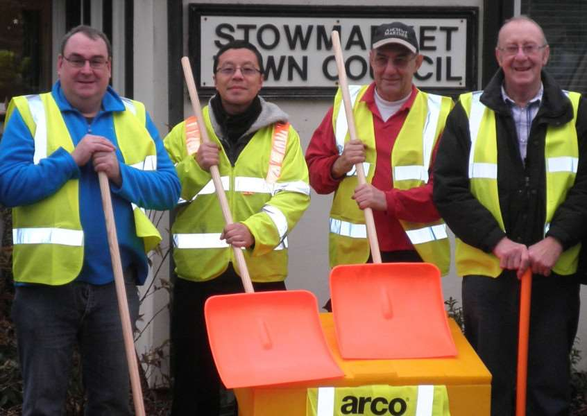 One of the teams of volunteers who help keep Stowmarket roads and pavements ice free ANL-161228-115737001