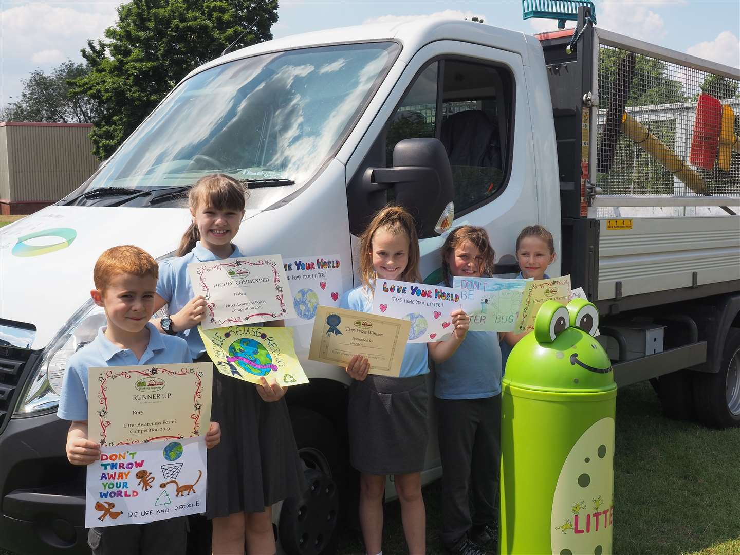 The 2019 Babergh District Council litter awareness poster competition winner, Imogen (centre), of St Mary's Church of England Primary School in Hadleigh, with runners-up and commended entrants Rory, Isla, Hollie and Izabell. Contributed picture. (14227109)