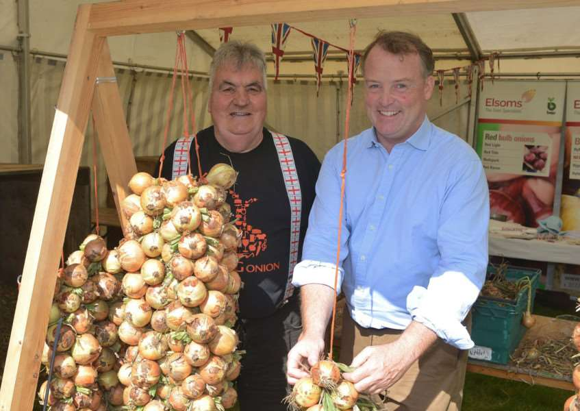 'Ned knows his onions'&.Lord Iveagh with Howie Dawson bunching onions grown on the estate ANL-150709-144008001