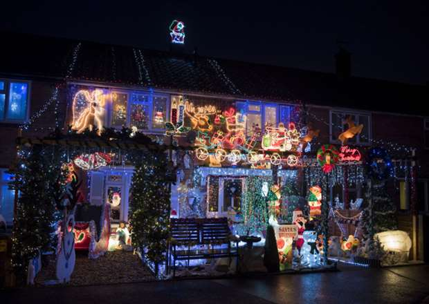 How Long Do Christmas Lights Last.Thetford Family To Keep Christmas Lights Shining In Memory