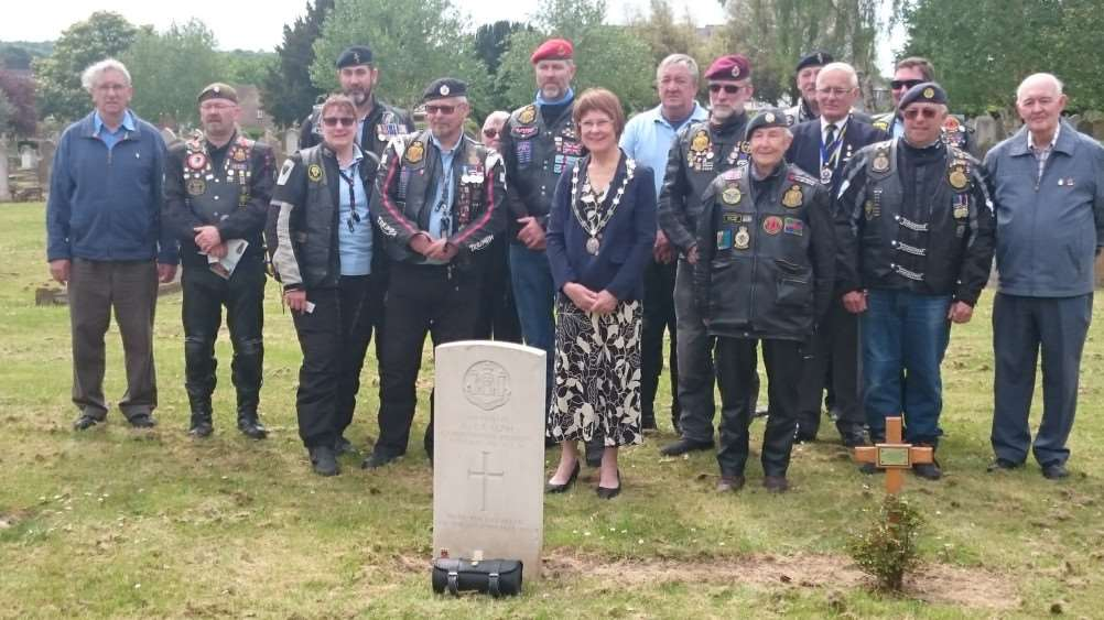 Julia Wakelam, mayor of St Edmundsbury, with British Legion Riders Branch honouring Private Albert Ralph from the Cambridgeshire Regiment who died in Bury 22 May 1916 at Bury St Edmunds Cemetery ANL-160524-102238001