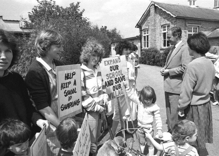 Protestors objecting to the proposed closing of Shrimpling Primary school. Picture taken in May 1986. ANL-160212-152353001