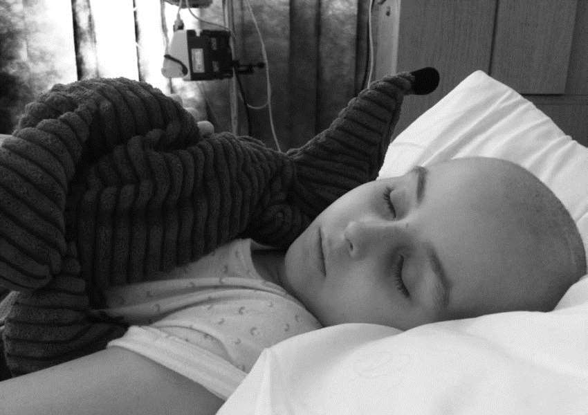 Seven year old Jasmi Hazy-Blue Lindberg Cooke in hospital after a lymphoblastic leukaemia relapse
