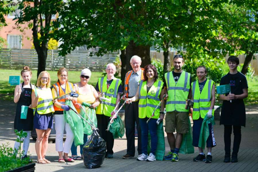 Community clean-up on Thetford's Abbey Estate, organised by the Keystone Development Trust