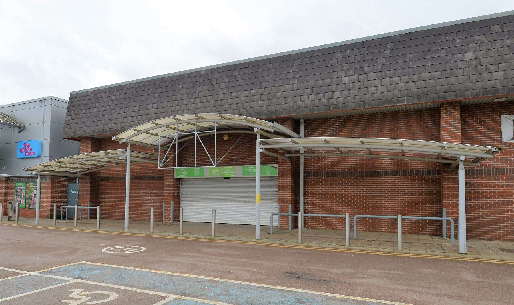 The old Asda, in Oaks Drive, is set to become the town's second Iceland store (29715797)