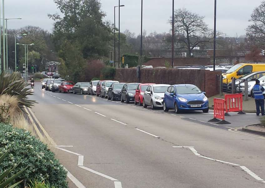 Cars queue up at Bury's carparks ANL-151127-122504001
