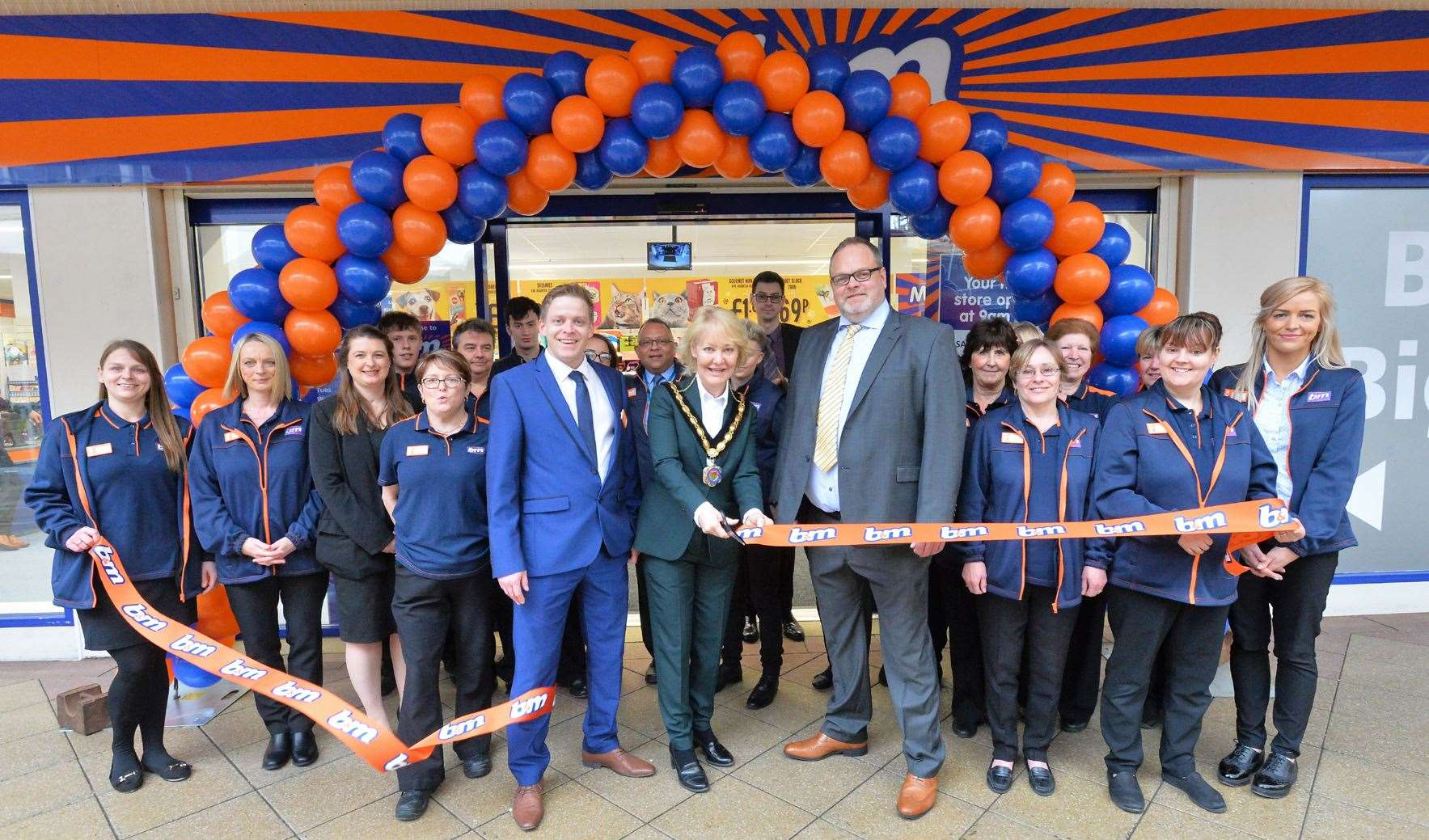 Town mayor Rachel Hood cuts the ribbon to officially open Newmarket's new branch of discount retailer B&M
