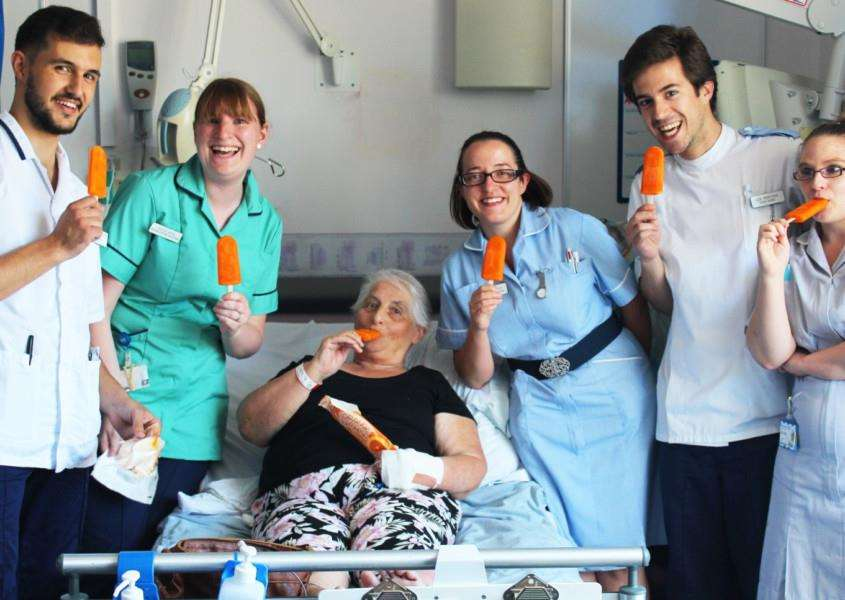Staff and patients at West SuffolK Hsopital are being treated to ice lollies to keep them cool in the summer heatwave. (L - R) Alex Stefanakis, Becca Kydd, patient Viv Arnold, Kerry Dryden, Igor Monteiro and Sam Douglass ANL-160719-163803001