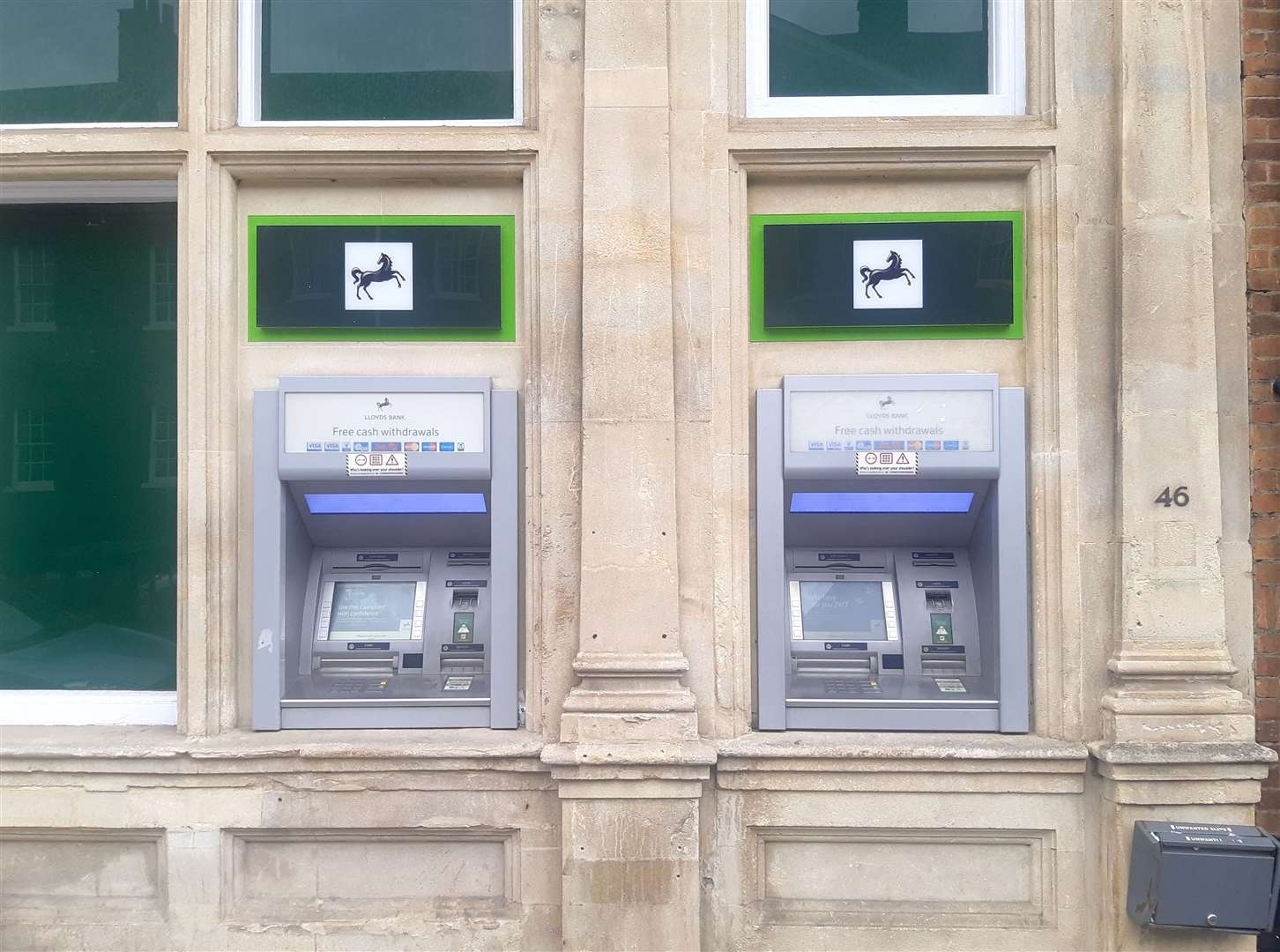 Lloyds Bank's High Street cash machines (7887178)