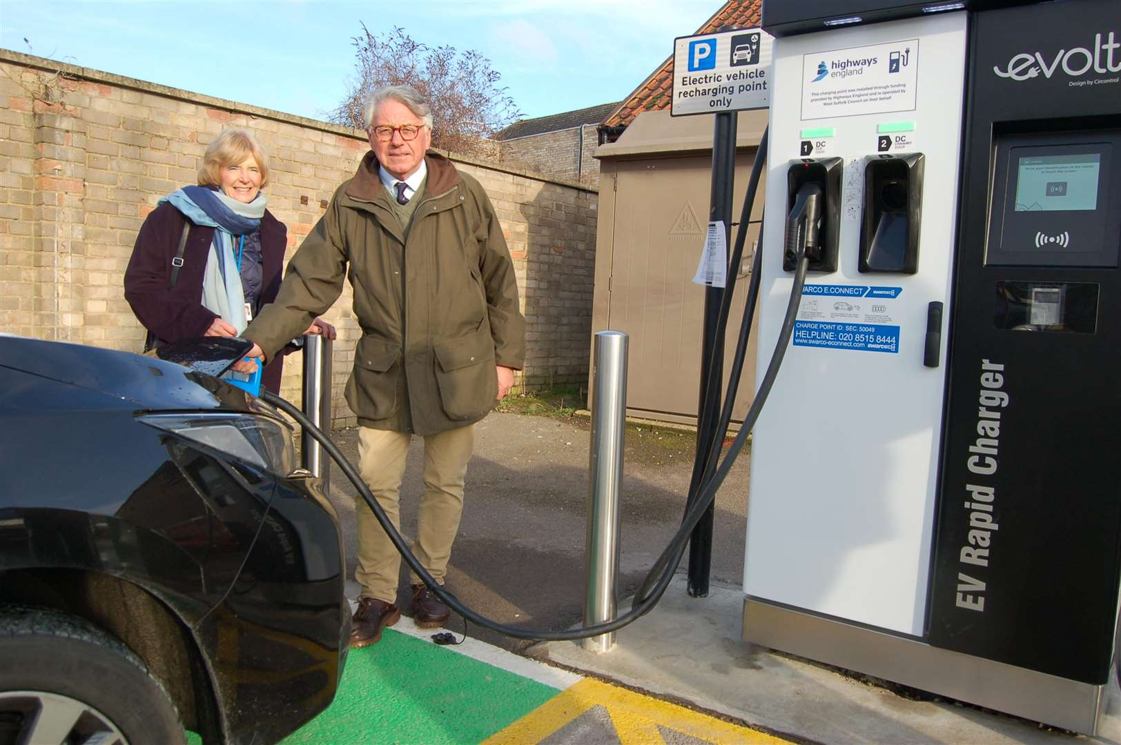 Cllr Peter Stevens with Cllr Susan Glossop demonstrating the new rapid charger.