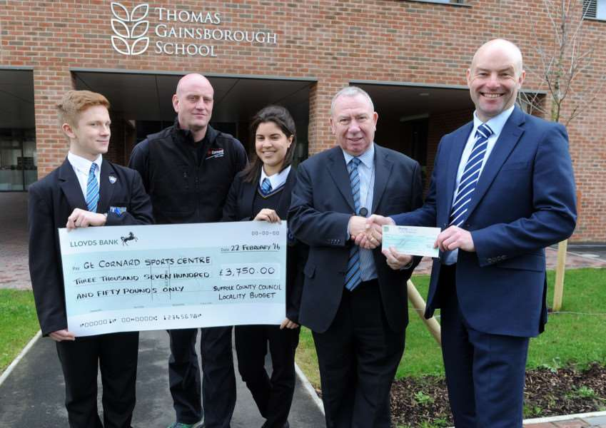 Cheque handover at Thomas Gainsborough School''Pictured: Pupil Kyle Nowak, Sports Leader Dan Lawrence, pupil Sian Catterall, Cllr Peter Beer and Head Teacher Wayne Lloyd ANL-160222-211907009