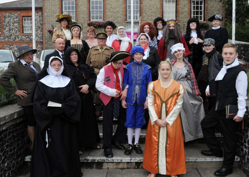 Historical Character walk with Thetford players ANL-160509-085713009