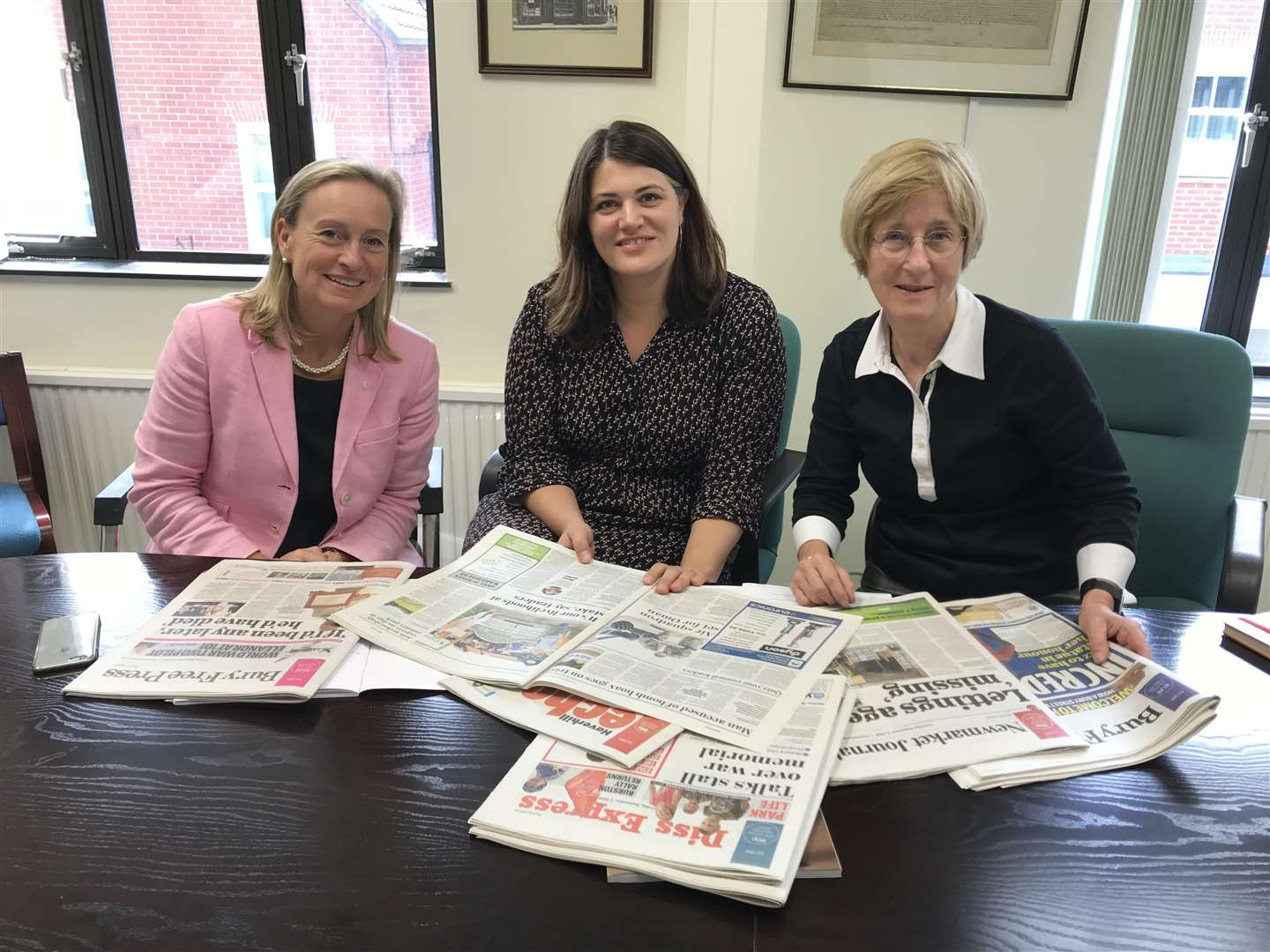 Geraldine Allinson, KM Group chairman, Polly Curtis, editor-in-chief HuffPostUK and Dame Frances Cairncross (4099615)