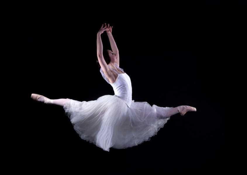 The Ballet Theatre UK's Giselle ANL-161117-161454001