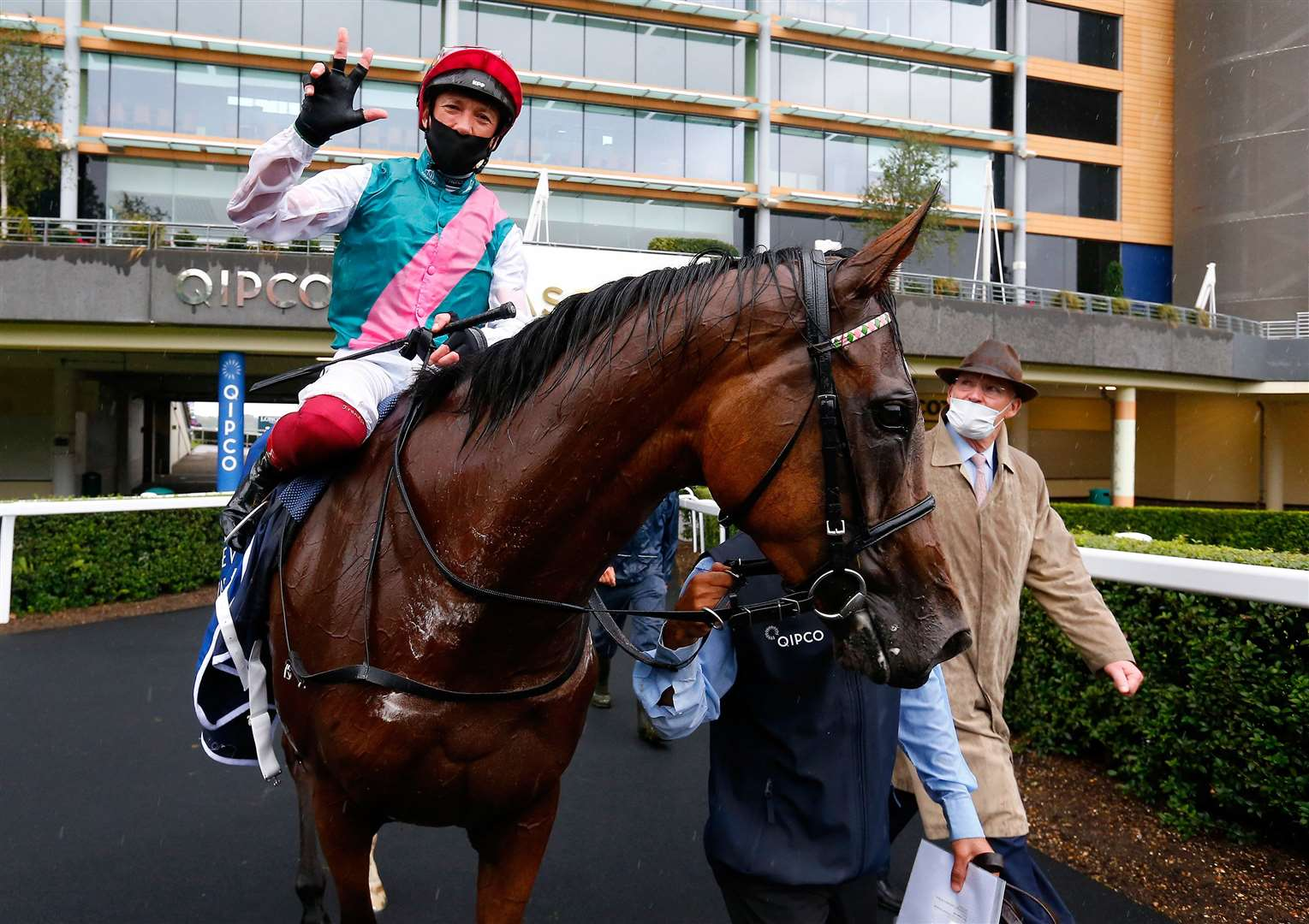 Enable and Frankie Dettori with John Gosden after winning The King George VI And Queen Elizabeth Qipco Stakes.Ascot 25.7.2020.Pic Dan Abraham-focusonracing.com. (39166099)