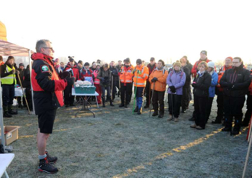 Andy King, chairman of Sulsar, briefing the public and Sulsar members before they set off