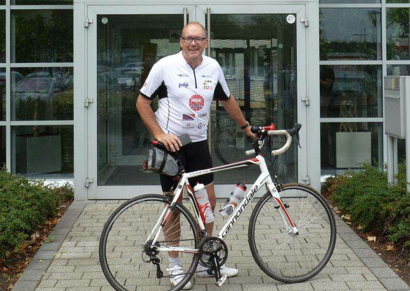 Stuart Bayne is cycling across New Zealand for charity ANL-160811-110437001