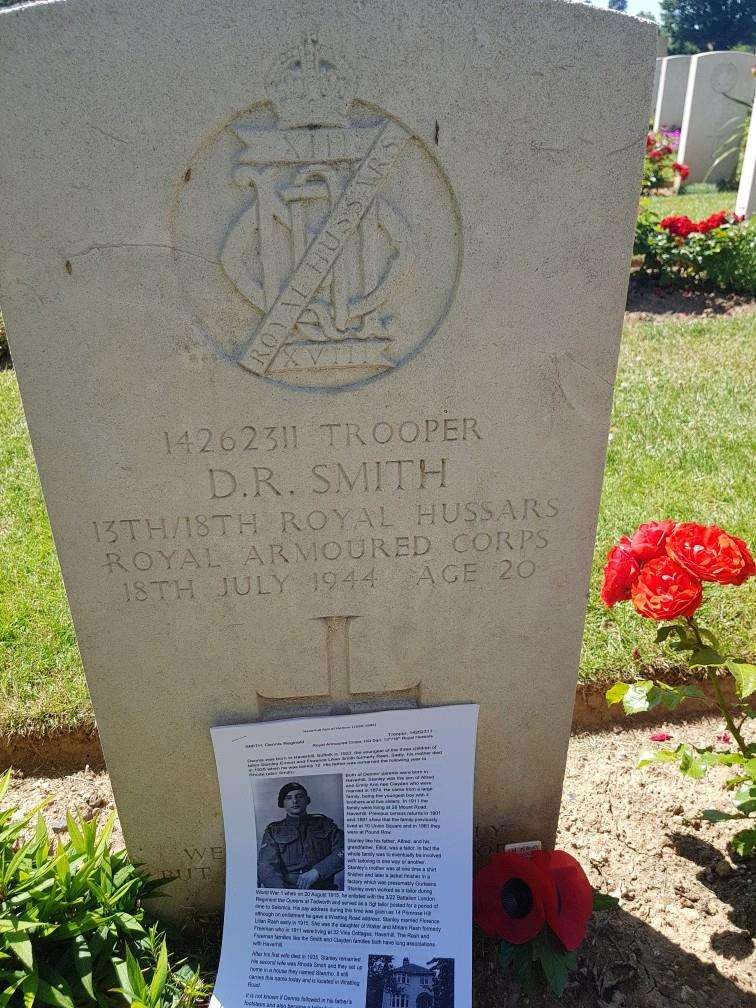 The grave for Dennis Smith at Ranville War Cemetary (2879317)