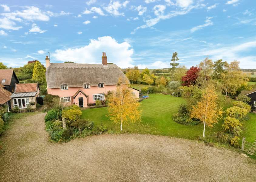 Trickers Green Farmhouse, Combs. Agent: Lacy Scott & Knight ANL-151120-112924001
