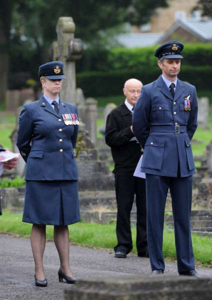 WO Sonya Derbyshire and Sq Ldr Tan Cavendish from RSAF Honington at the war memorial's rededication ANL-160622-191350009