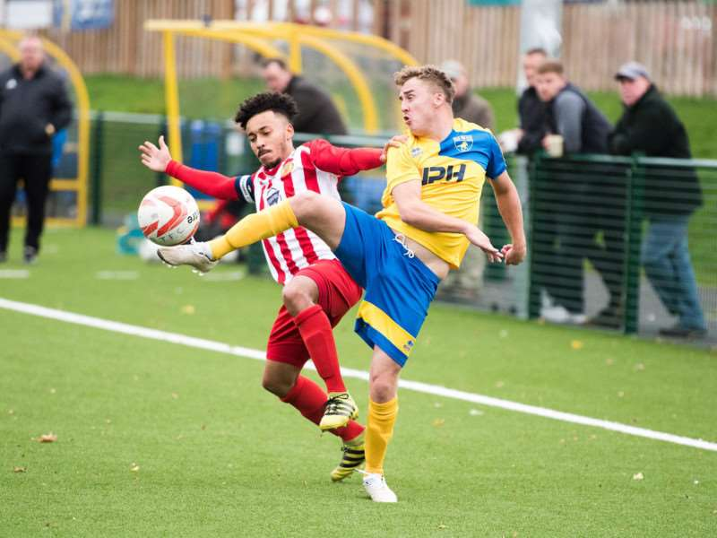 COMPETITIVE: Amar Lewis and Deakan Napier fight for possession (PICTURE: Mark Westley)
