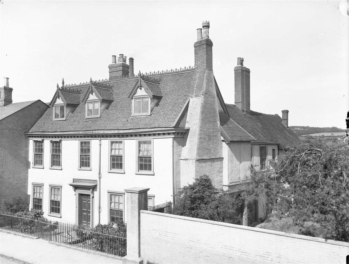 Linnet House, Southgate Street. From the Spanton Jarman collection (4367026)